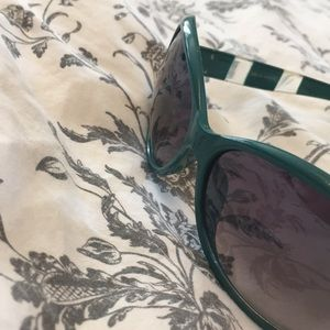 Accessories - 2 pairs of oversized sunglasses teal green & pink